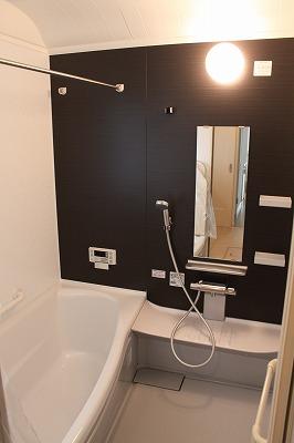 タイル壁の在来浴室から機能充実の最新ユニットバスへ